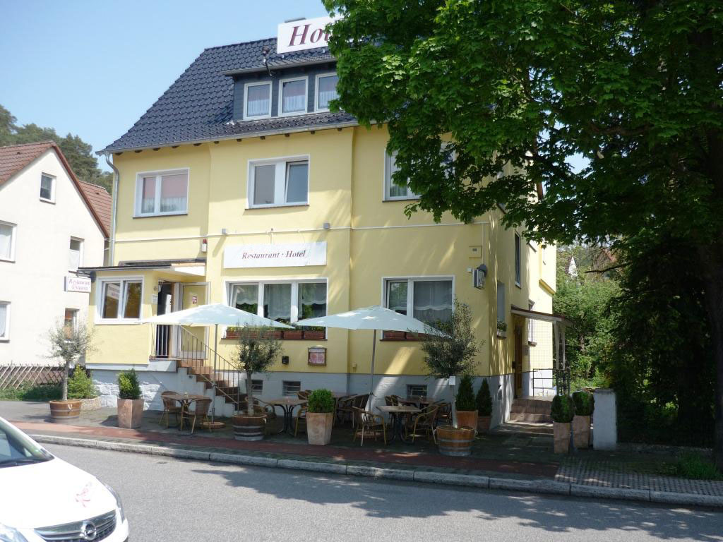 Объект № Н 22. Успешная гостиница и популярный ресторан. Большой город в центральной части западной Германии. Комплектная стоимость с землёй и недвижимостью: € 1,4 млн. Хороший доход