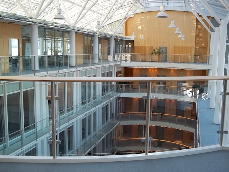 Объект № РАТ 2. Многоэтажное современное уникальное офисное здание. Большой город. Германия